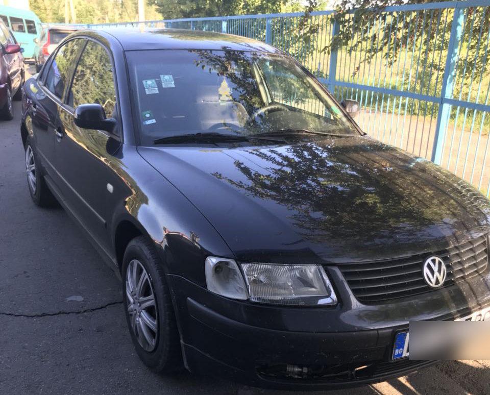 Un moldovean și-a cumpărat mașină și, tot în aceeași zi, a rămas fără ea, după ce a prezentat polițiștilor de frontieră acte falsificate