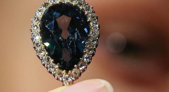 """Un diamant cu o istorie regală de 300 de ani, """"Farnese Blue"""", vândut la licitație cu 6,7 milioane de dolari"""