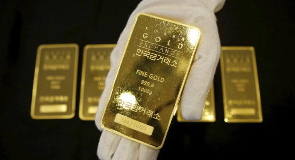 Un îngrijitor dintr-un aeroport a găsit șapte lingouri de aur într-un coș de gunoi. În șase luni ar putea deveni proprietarul lor
