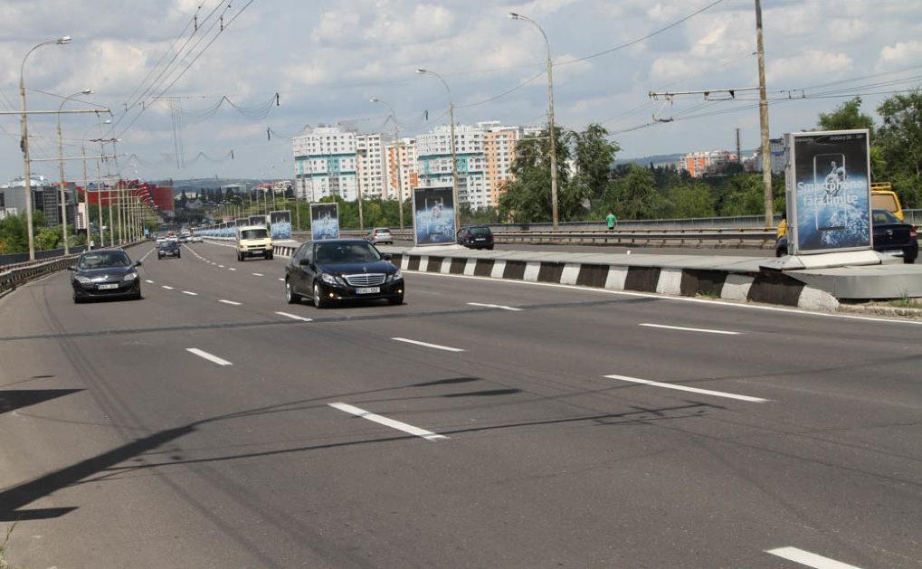 Primăria va amenaja o bandă suplimentară pe strada București intersecție cu bulevardul Dacia pentru fluidizarea traficului rutier