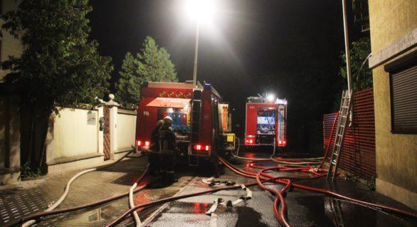 Acoperișul unui local din sectorul Buiucani, cuprins de flăcări. Pompierii au înaintat trei versiuni în privința aprinderii