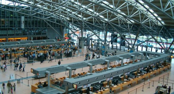 Aeroportul din Hamburg și-a reluat activitatea după ce o pană de curent a provocat anularea a zeci de zboruri. Peste 30.000 de pasageri au fost afectați