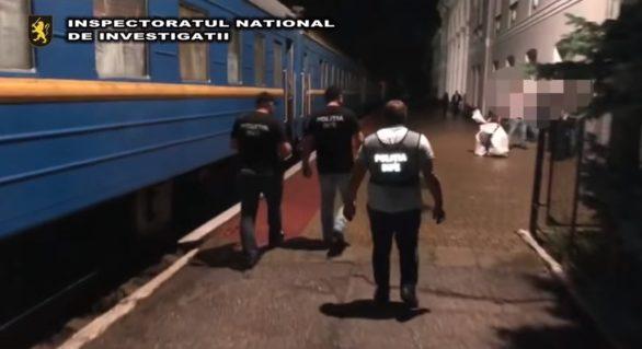 Angajați ai CFM au pus la cale o schemă de contrabandă cu țigări în trenul Chișinău-București. O mie de pachete dintr-o singură încercare