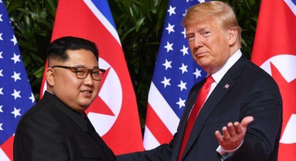 """Întâlnirea istorică Trump-Kim s-a încheiat. Cei doi lideri au semnat un document """"cuprinzător"""", evocând un """"mare progres"""""""