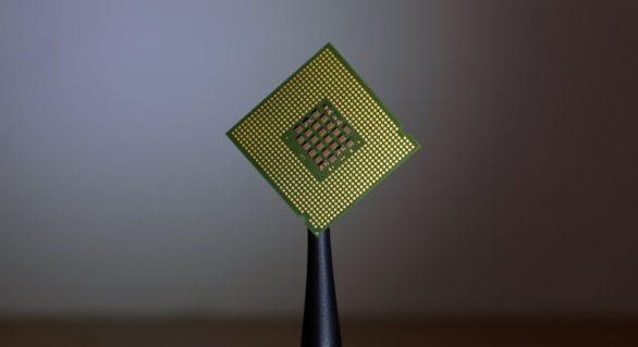 """Cercetătorii americani au creat cel mai mic """"computer"""" existent. Un bob de orez pare gigantic pe lângă acesta"""