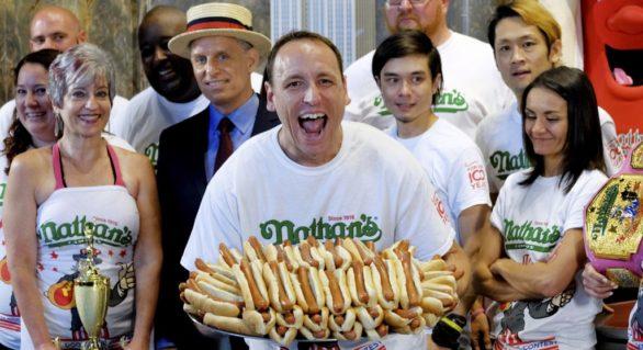 Americanii sărbătoresc 4 Iulie cu focuri de artificii, libertate și concursuri de mâncat hotdogi