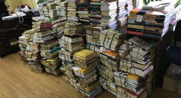 """Donație de 10.000 de cărți pentru Biblioteca """"B. P. Hasdeu"""" din Chișinău"""
