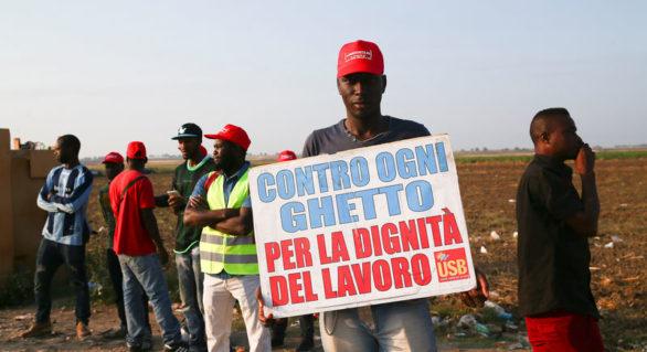 Sute de muncitori agricoli străini manifestează în sudul Italiei după accidente soldate cu 16 morți