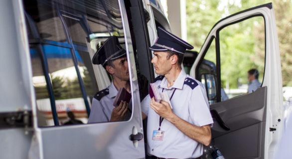 Doi moldoveni urmau să se legitimeze în Germania și Danemarca cu acte de identitate falsificate. Au fost opriți la frontieră