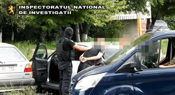 """(VIDEO) Au fost reținuți cei care au încercat să spargă filiala """"Victoriabank"""" din Costești, dar și au comis mai multe furturi în toată țara"""