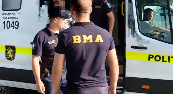 Un ceh a fost îndepărtat sub escortă din Moldova, iar mai mulți alți străini obligați să părăsească țara