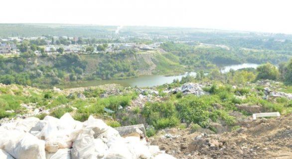 Primăria Capitalei a sesizat Procuratura Generală privind gunoiștea neautorizată din Trușeni. Se cere sancționarea persoanelor vinovate