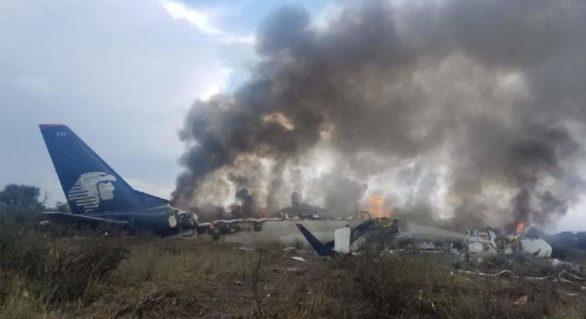 (VIDEO) Un avion cu 101 oameni la bord s-a prăbușit la scurt timp după decolare, în Mexic