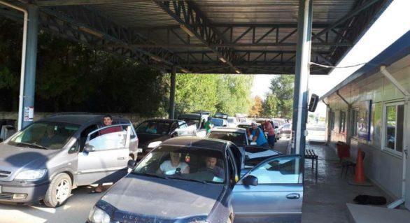 Din nou cozi la frontieră. Circa 40 de mijloace de transport stau la Mirnoe-Tabaki, la ieșirea din țară