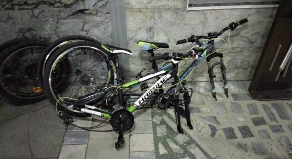 (VIDEO) Doi tineri din capitală, unul dintre care minor, reținuți pentru furtul a cel puțin nouă biciclete