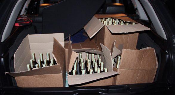 Sute de sticle de coniac fără acte de proveniență, depistate de polițiștii din Florești