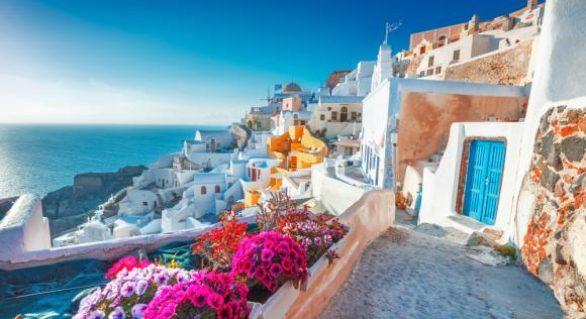 """Cea mai vizitată insulă din Grecia ia măsuri drastice contra turismului: """"Nu mai putem face față, ne va distruge"""""""
