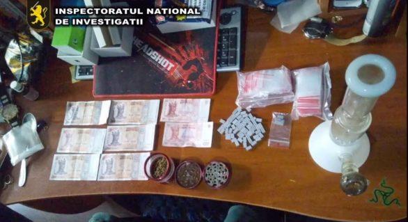 Zece bărbați și o femeie, reținuți pentru comercializarea drogurilor în proporții deosebit de mari. Luau între 200 și 350 de lei pentru o pastilă de ecstasy