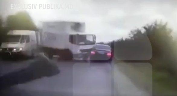 (VIDEO) Momentul impactului dintre un camion și mașina președintelui Igor Dodon