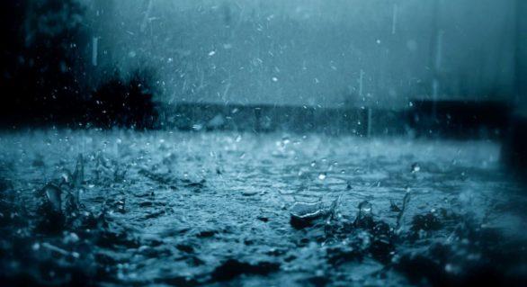 Pagube provocate de ploile torențiale. Mai multe localități din sudul țării, rămase fără curent electric