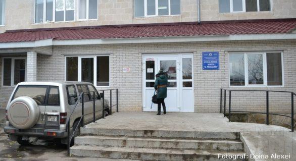 Șef de secție din cadrul spitalului raional din Soroca pe banca acuzaților. Cerea câte 15 mii de lei pentru proteze bugetate