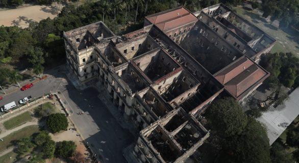 Muzeul Național din Rio de Janeiro a ars în totalitate. Posibila cauză a incendiului devastator