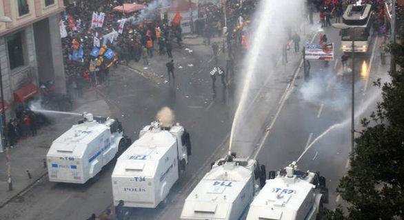 Autospecialele pentru dispersarea manifestanților, oferite de președintele turc, aduse în Moldova în timpul cinei lui Erdogan cu Plahotniuc