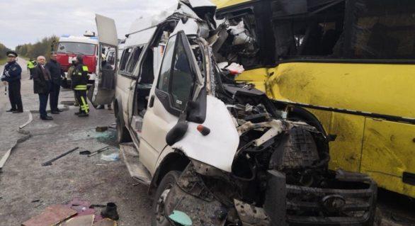 Grav accident în Rusia: 13 persoane au murit în urma ciocnirii frontale dintre un autobuz și un microbuz de rută