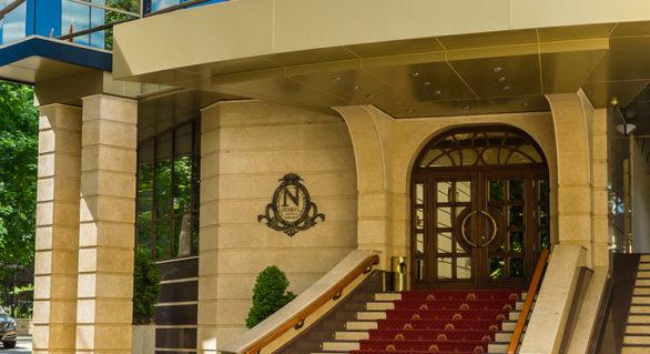 """Hotelul """"Nobil"""", aparținând liderului PD, Vlad Plahotniuc, și-ar putea schimba proprietarul. Cel puțin, """"pe hârtie"""""""