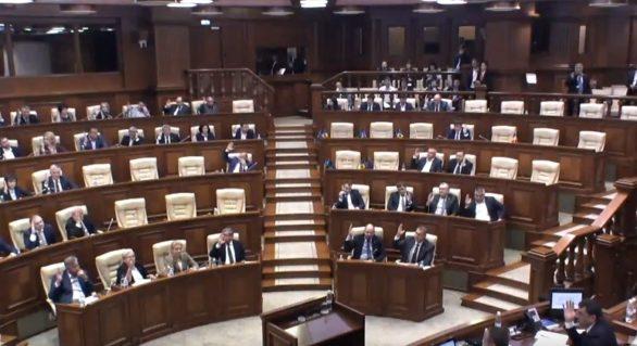 Majoritatea parlamentară a prăbușit votul pentru modificarea Constituției. Proiectul pus la vot cu 73 deputați în sală, 19 fiind socialiști