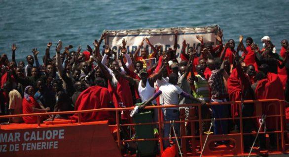 Aproape 700 de migranți salvați de echipele spaniole de salvare în week-end