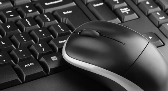 SUA: Opt hackeri, în majoritate ruși, inculpați pentru deturnarea a milioane de dolari