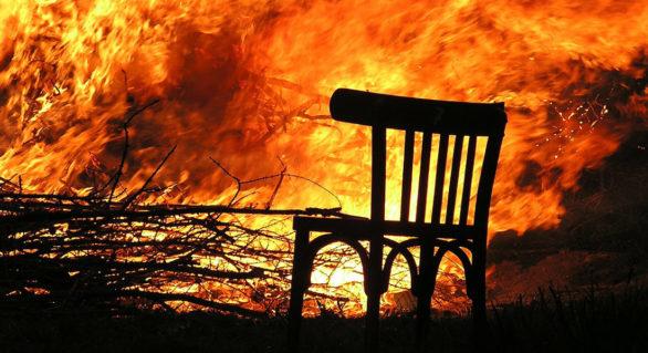 Casă din Cinișeuți, cuprinsă de flăcări. Stăpânul de 63 de ani și o femeie de 59, găsiți fără suflare